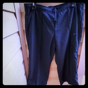 Nike Bermuda Women Golf Shorts. Size - Medium
